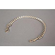 Металлическая цепь с карабинами по обе стороны  Цепь с карабинами по обе стороны.