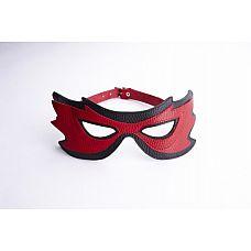 Красно-чёрная маска на глаза с разрезами  Маска оригинальной формы с вырезами для глаз.