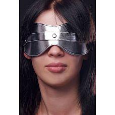 Серебристая маска на глаза  Маска. Изготовлена их искусственной кожи. Размер универсальный.