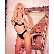Комплект белья Topless Bra  Комплект белья Topless Bra  - открытый бюстгальтер и трусики-стринги с вырезом.