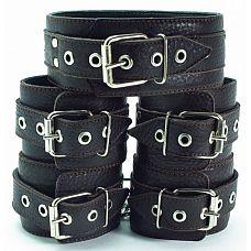 Набор коричневых фиксаторов: наручники с мехом, наножники и ошейник   Набор аксессуаров коричневого цвета, изготовленных из натуральной кожи.
