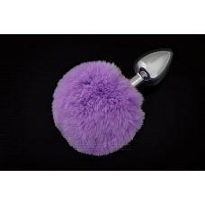 Маленькая серебристая пробка с пушистым фиолетовым хвостиком  Маленькая анальная пробка с хвостиком   отличная игрушка для двоих.