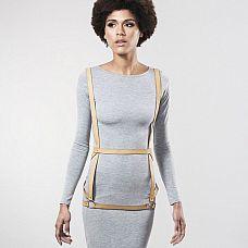 Бежевая упряжь ARROW DRESS HARNESS   Упряжь, вдохновленная классическим рабством, отлично сочетается с вашими лучшими нарядами, бельем или просто на вашем голом теле.
