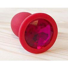 Красная анальная втулка с малиновым кристаллом - 7,3 см.  Гладенькая силиконовая пробка с кристаллом в ограничительном основании.