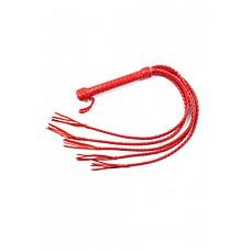 Плеть пятихвостная красная  Плеть пятихвостая имеет хромированную рукоять диаметром 25 мм длиной 20 см, из которой выходят пять плетеных кожаных хвостов длиной 50 см.