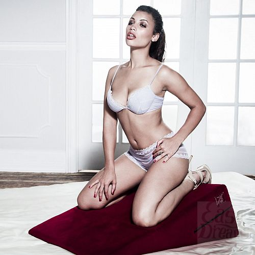 Фотография 3  Большая красная подушка для секса Liberator Retail Ramp