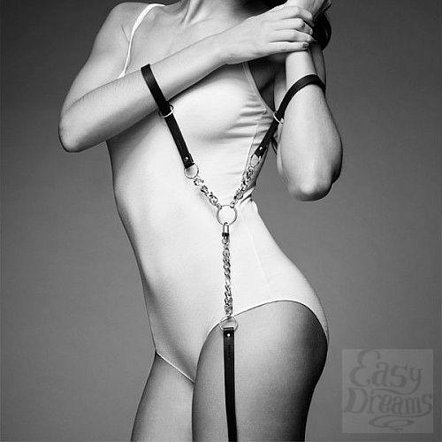 Фотография 1:  Чёрные наручники с петлёй MAZE T-RESTRAINTS