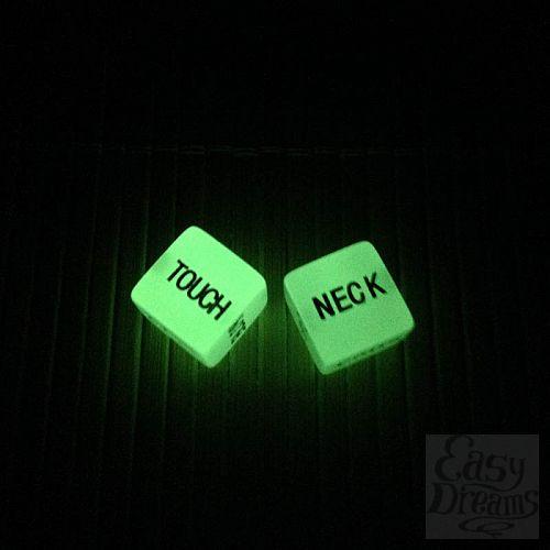 Фотография 1:  Светящиеся в темноте игральные кости Английский в постели.