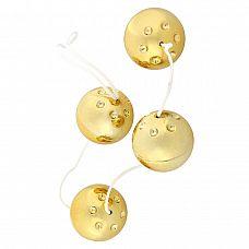 Четыре золотистых вагинальных шарика  Четыре вагинальных шарика со смещенным центром тяжести на мягкой сцепке, из пластика с золотистым покрытием, диаметр 3,5 см.