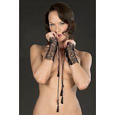 Ажурные чёрные наручники-манжеты VILLA SATINE  на шнуровке  Широкие манжеты из тонкого полупрозрачного черного кружева с шнуровкой из атласных лент, на концах сделаны кисточки.