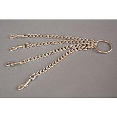 Четыре цепи на кольце с одной стороны и с карабинами с другой   Цепь с центральным кольцом и четырьмя карабинами может использоваться для соединения наручников и поножей, а также других девайсов БДСМ-тематики.