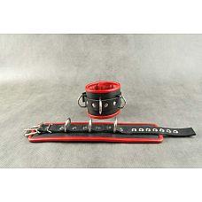 Чёрные обернутые наручники с 3 сварными D-кольцами и красным подкладом  Наручники подшитые.