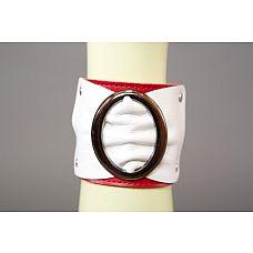 Бело-красный браслет с овальной пряжкой   Бело-красный браслет с овальной пряжкой.