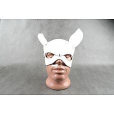 Белая кожаная маска на верхнюю часть лица  Е-РАБбит   Застежка - ремешок с пряжкой. Выпуклый контур в форме мордочки кролика, ушки на макушке.