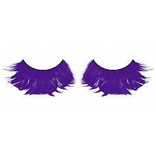 Фиолетовые ресницы из перьев  Большие и яркие, невероятно густые ресницы из мягких высококачественных перьев ручной обработки интенсивного фиолетового цвета.