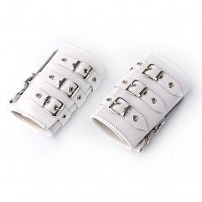 Белые кожаные манжеты  Изготавливаются из натуральной кожи с велюровой подкладкой.