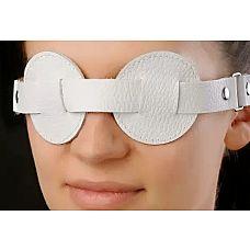 Белая маска-очки  Маска изготовлена из натуральной кожи с велюровой подкладкой. Размер универсальный.