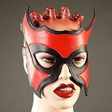 Кожаная маска-очки с красной вставкой  Маски-очки в садо-мазо практиках применяются для деперсонализации(обезличивания)человека.