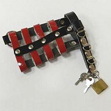 Черно-красный пояс верности на замочке  Пояс верности из мягкой лакированной кожи.