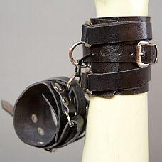 Черные кожаные напульсники  Наручники-напульсники ручной работы - это Ваш помощник в реализации самых необузданных БДСМ-фантазий.