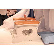 Секс-машина Пегас белого цвета с персиковыми подушками SM Pegas/white-peach  Секс-машина представляет собой комфортное мягкое сиденье, обитое красной натуральной кожей.