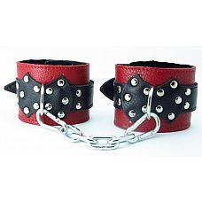 Наручи на пряжке c меховой подкладкой   Кожаные наручники красного цвета.