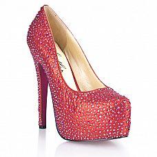 Красные туфли в кристаллах Provocative  Роскошные, привлекательные туфли клубничного цвета на высоком каблуке, инкрустированные переливающимися камнями.