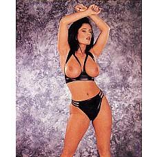 Комплект белья Topless   Комплект белья Topless  - открытый бюстгальтер и трусики-стринги.