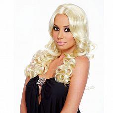 Парик с кудрявыми локонами Blonde Elite  Роскошная прическа в стиле калифорнийской белокурой красотки! Прямой пробор, длинные локоны и объемные кудри на концах волос.