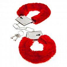 Красные меховые наручники Love с ключиками  Красные меховые наручники Love с ключиками.