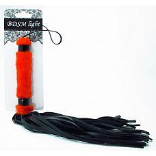 Нежная плеть с красным мехом BDSM Light - 43 см.  Интересное сочетание меха и лаковых деталей в этой плети покорят вас.