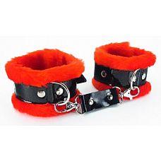 Красные наручники с мехом BDSM Light  Милый и яркий аксессуар - наручники.