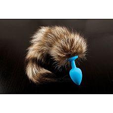 Голубая силиконовая анальная пробка с хвостом енота - 6 см.  Необычная анальная пробка, украшенная хвостом енота   это пикантное игрушка, которая понравится любителям анального секса.