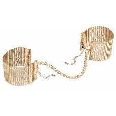 Дизайнерские золотистые наручники Desir Metallique Handcuffs Bijoux  Пора начинать настоящую битву обольщения! Испробуйте интимную бижутерию на своем партнере! Дизайнерские наручники Desir Metallique Handcuffs выполнены в виде широких браслетов из плоских цепочек, которые соединяются цепью на застежках.