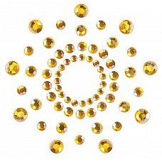 Золотистые наклейки на грудь Mimi Bijoux  Изысканные наклейки на соски Mimi - это выбор настоящих аристократов! Камень - это всегда стильно, сдержанно и в то же время благородно.