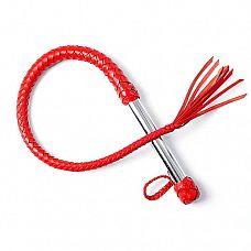 Красная однохвостая плеть   Однохвостая плеть имеет хромированную ручку25 мм и плетеное из мягкой кожи тело с сердечником из силикона.
