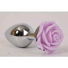 Серебристая анальная пробка с сиреневой розой - 7,6 см.  Металлическая пробка с ограничительным основанием для безопасного использования.