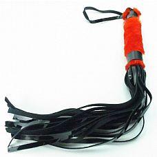 """Лакированная плеть с мехом - BDSM Light , Красный  Интересное сочетание меха на рукоятке и множества лакированных """"хвостов""""."""