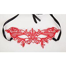 Маска изящная красная 24.5 см, Красный  Красная кружевная маска в венецианском стиле с многочисленными узорами.