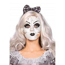 Маска фарфоровой куклы  Карнавальная масочка белого цвета, декорирована под старинную куколку.Материал: пластик.