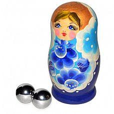 Серебристые металлические вагинальные шарике в упаковке-матрёшке  Металлические массажные шарики предназначены для тренировки и поддержания тонуса мышц влагалища, что позволяет сокращать её по собственному желанию.