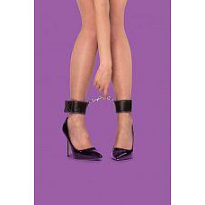Чёрно-фиолетовые двусторонние оковы на ноги Reversible Ankle Cuffs  Одна из с торон этих оков полиуретановая, а другая   неопреновая, и это позволяет выбирать касающийся вашей кожи материал простым выворачиванием манжет на другую сторону.