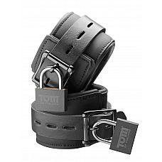 Наручники с замками - Tom of Finland   Эти неопреновые наручники регулируемы и удобны.