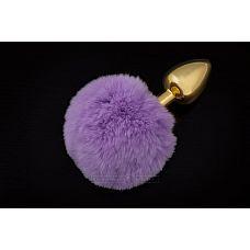 Маленькая золотистая пробка с пушистым фиолетовым хвостиком  Маленькая анальная пробка с хвостиком   отличная игрушка для двоих.