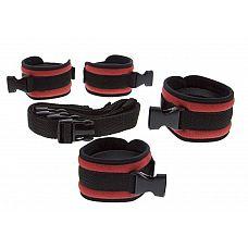 Красно-чёрные регулируемые мягкие манжеты на запястья и лодыжки с длинной мягкой крестовиной  Красно-чёрные регулируемые мягкие манжеты на запястья и лодыжки с длинной мягкой крестовиной Crossed Strap Restraints with Cuffs.