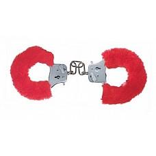 Красные игровые наручники (ToyJoy 9504)  Металлические наручники в съемном пушистом чехле из искусственного меха красного цвета. Замок фиксируется при помощи ключей. Затейте необычную игру!