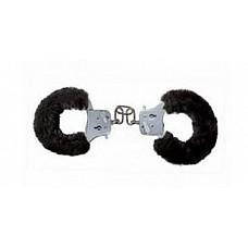 Меховые черные наручники (ToyJoy 9505)  Металлические наручники с длинной соединительной цепью. Браслеты в черном мехе - хорошие помощники в эротических играх любовников! В комплекте 2 ключика.