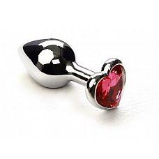 Серебристая анальная втулка с розовым кристаллом-сердцем - 7 см.  Небольшая анальная втулка выполнена из металла и имеет размеры, подходящие для ношения и использования новичками.