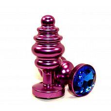 Фиолетовая рифленая пробка с синим кристаллом - 7,3 см.  Анальная пробка фиолетового цвета с ярким кристаллом внесет разнообразие в вашу интимную жизнь.