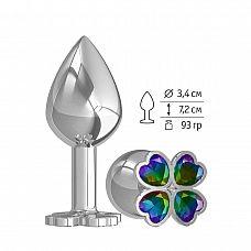Средняя серебристая анальная втулка с клевером из радужных кристаллов - 8,5 см.  Широкое основание пробки гарантирует безопасное использование.